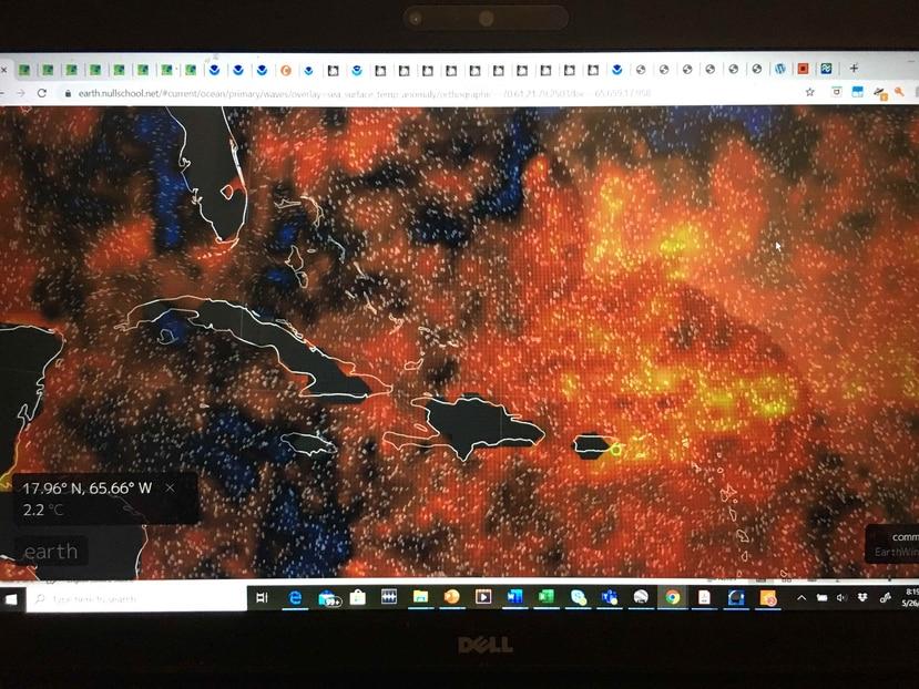 Imagen satelital que muestra la llegada de la ola de calor marina (manchas amarillas) a Puerto Rico. (NOAA)