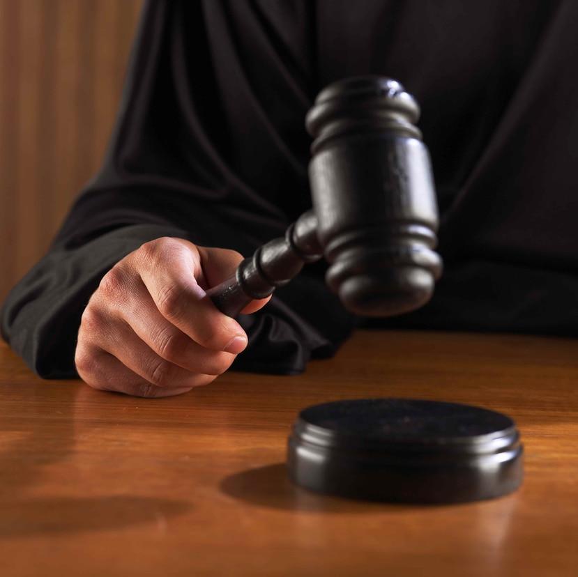 El Reglamento para la Asignación de Abogados y Abogadas de Oficio, entre otras cosas, obliga a los abogados a rendir servicios de manera gratuita en casos civiles o criminales por las primeras 30 horas de trabajo por caso. (GFR Media)