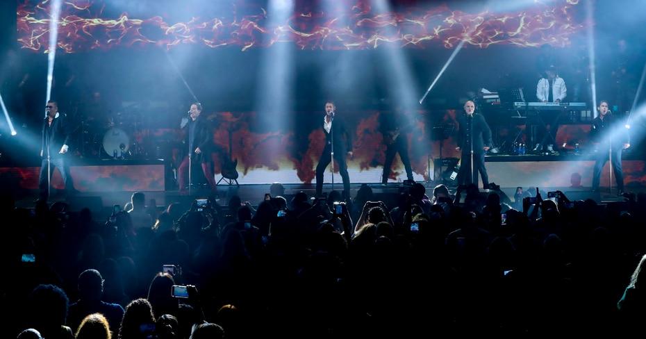 Los exintegrantes de Menudo, Johnny Lozada, Ricky Meléndez, Miguel Cancel, René Farrait y Ray Reyes, se presentaron en el Coliseo José Miguel Agrelot.