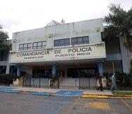 El hombre está arrestado y se encuentra en una celda de la Comandancia de la Policía en Humacao.