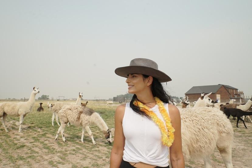 """La actriz mexicana Aislinn Derbez durante la grabación de la segunda temporada de la serie tipo """"reality show"""" """"De viaje con los Derbez""""."""