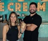 """Los propietarios de Cool Hope Creamery, en Condado, María José Delgado y Walter """"Tichín"""" Santaliz."""