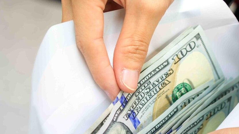 El querellante alegó que alguien se apareció en un vehículo frente al banco y le arrebató el sobre con el dinero en efectivo.