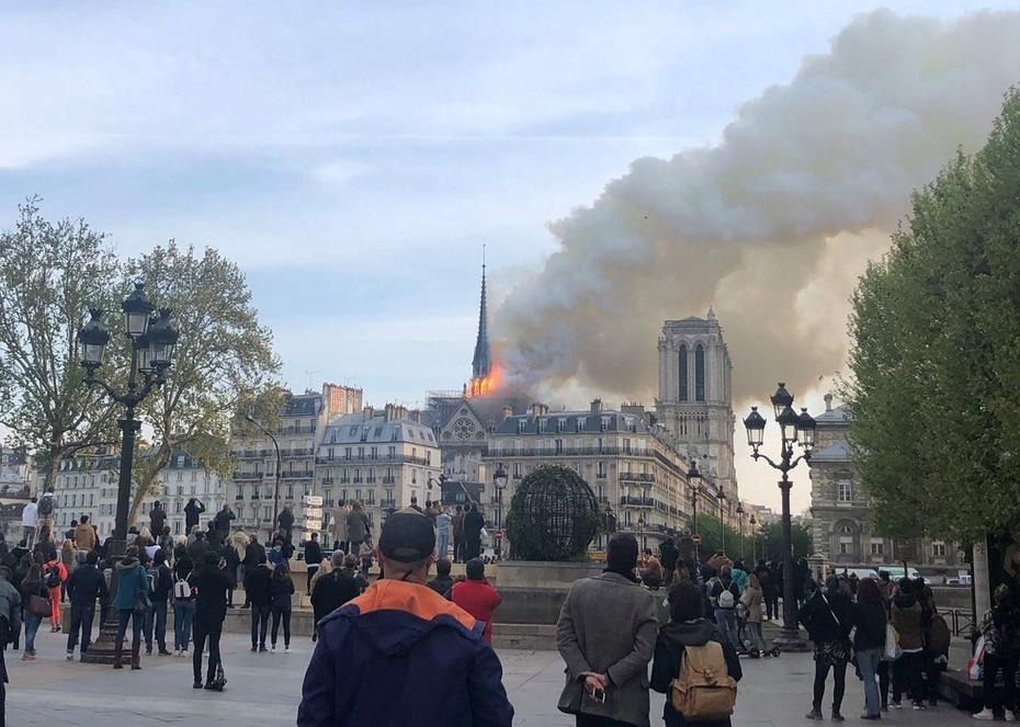 Un incendio se registró el lunes en la catedral de Notre Dame de París. (EFE)