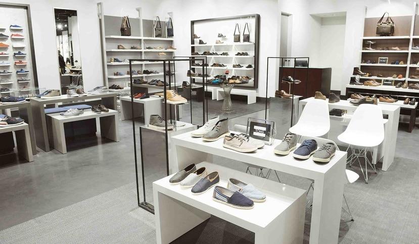 El concepto, también, contempla un ofrecimiento de calzados de su marca propietaria, así como una oferta de zapatos de marcas emergentes y de diseñadores internacionales.