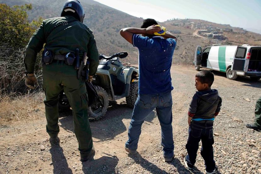 La crisis en la frontera con México alcanzó su cota más alta en mayo pasado, cuando se contaron 132,887 detenciones, un récord de arrestos en un solo mes no visto desde 2006. (AP / Jae C. Hong)
