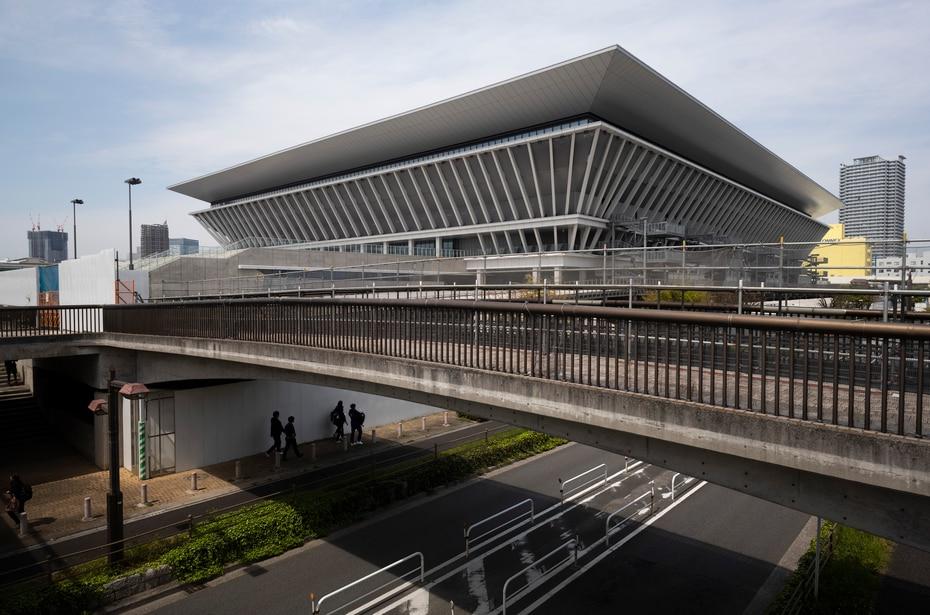 El Centro Acuático de Tokio, sede de las competencias de natación y clavados de los Juegos Olímpicos de Tokio, el jueves 8 de abril de 2021. (AP Foto/Hiro Komae)