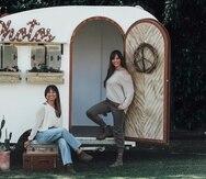 Mibelise Santiago y Jessica Ríos son las propietarias del negocio de fotografía Doble Enfoque, fundado a fines del  año 2016. Recientemente adquirieron un vagón, en el que invirtieron $32,000, y el cual llevan a los eventos para tomar fotos en el interior de la cabina o también como elemento decorativo para ambientar las fotos que toman al aire libre.
