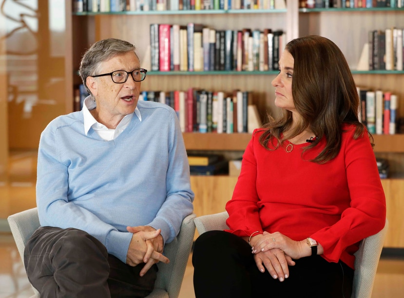 El cofundador de Microsoft, Bill Gates, y su esposa, Melinda, participan en una entrevista con The Associated Press en Kirkland, Washington. (AP)
