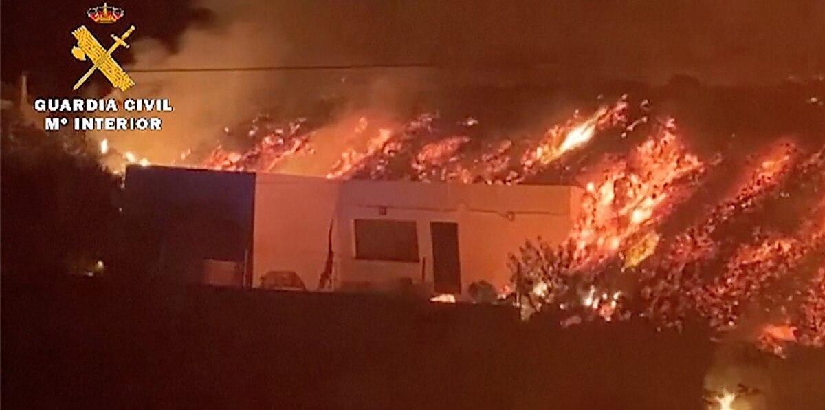 En vídeo: volcán se traga una casa entera