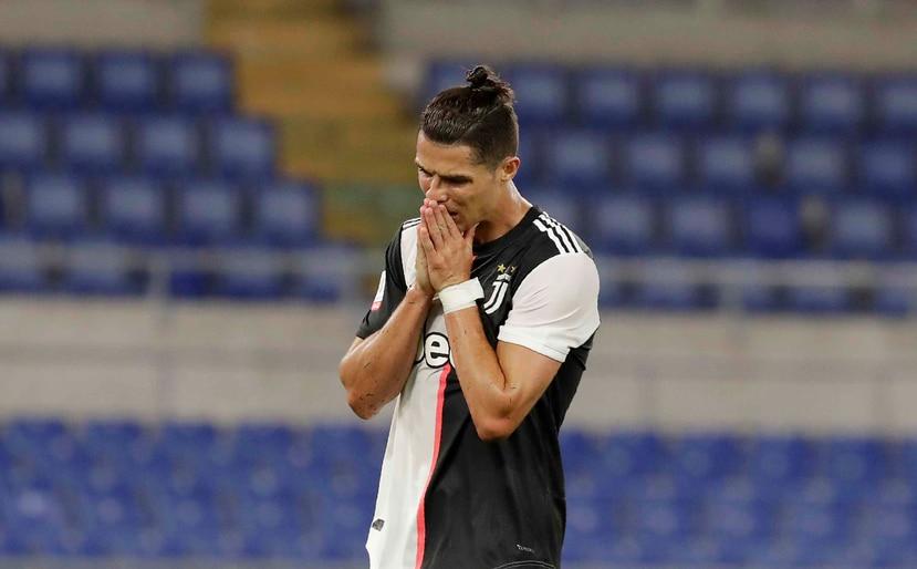 Cristiano Ronaldo de la Juventus reacciona tras fallar en la portería en la final de la Copa ante el Nápoles el miércoles 17 de junio del 2020. (AP)