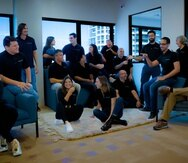 El equipo completo de Abartys Health participará de la aceleradora de Google, segun sus áreas de peritaje.  Senadas en el suelo, al centro, las cofundadoras Dolmarie Méndez y Lauren Cascio (derecha).