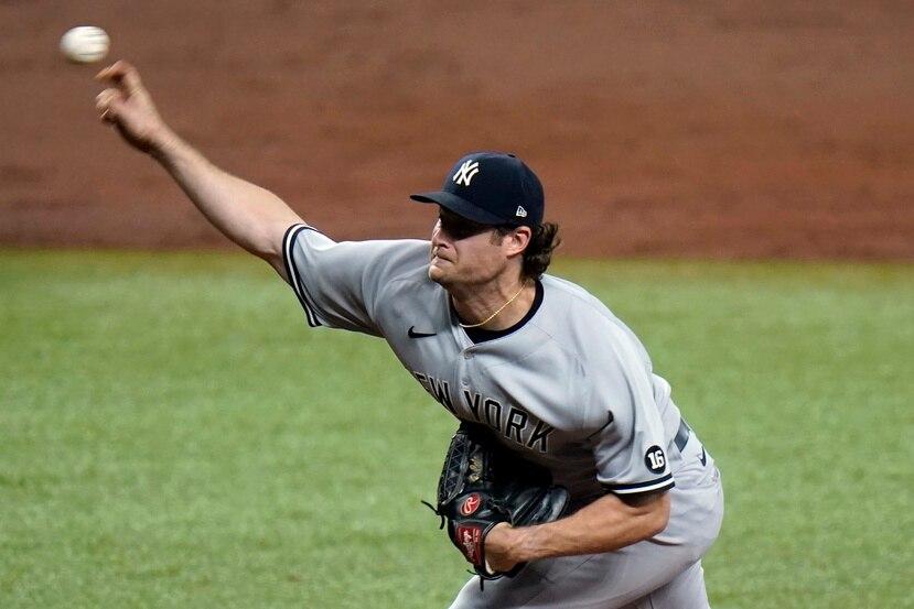 El abridor de los Yankees de Nueva York, Gerrit Cole, lanza durante la tercera entrada del juego contra los Rays de Tampa Bay el miércoles.