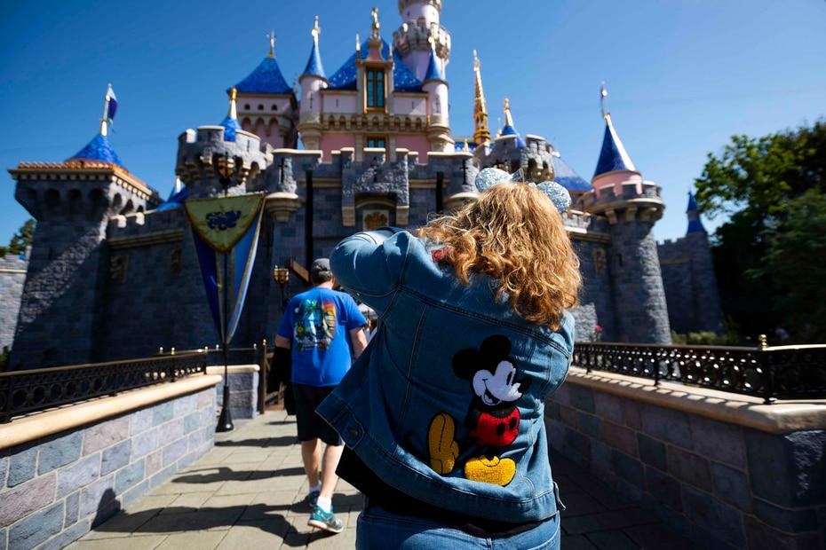 Sobre 730 millones de visitantes han vivido experiencias mágicas en Disneyland Park.
