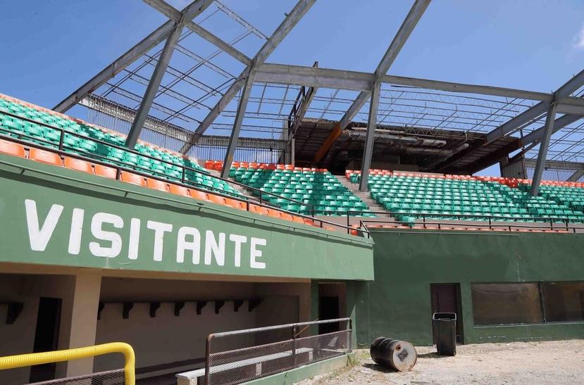 El estadio Félix Millán de Yabucoa luce sin el techo que cubría las gradas.
