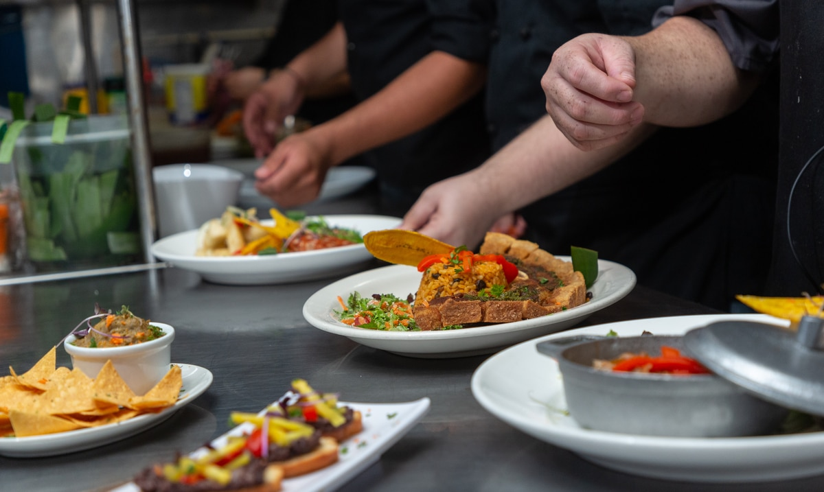 Feria de empleo: urge mano de obra en la industria de restaurantes