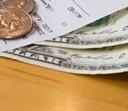 El aumento a $7.50 entrará en vigor el 31 de diciembre y subirá automáticamente a $8.50 por hora en la ciudad de Nueva York si la ciudad recibe autorización para elevar su salario mínimo.. (Archivo)