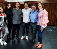 Parte del elenco del musical In the Heights durante uno de los ensayos. De izquierda a derecha, Ana Isabelle, Denise Quiñones, Marcos Santana, ÉktorRivera, Tony Chiroldes y Sara Jarque.