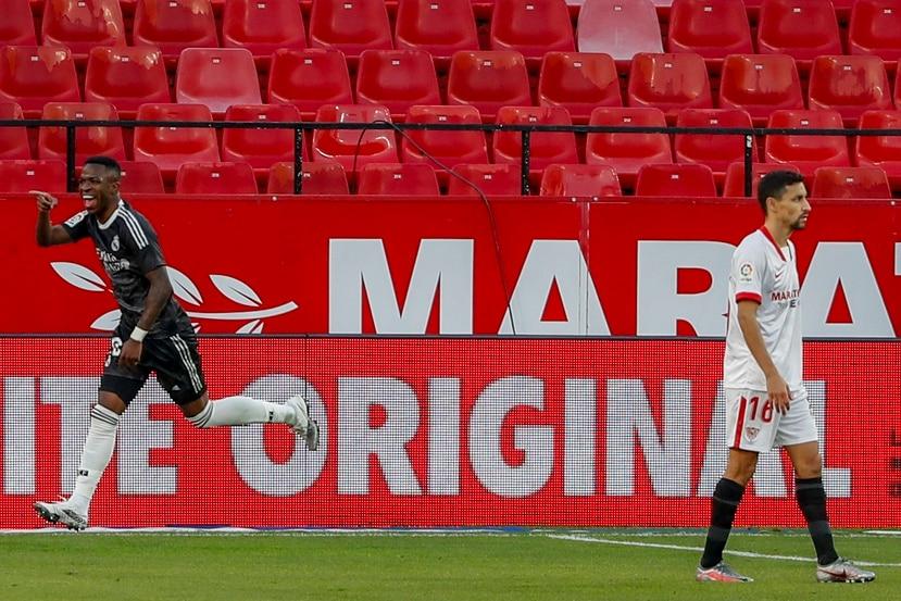 Vinicius Junior, del Real Madrid, festeja su gol contra Sevilla en el estadio Ramón Sánchez Pisjuan.