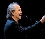 El cantautor español Joan Manuel Serrat en un concierto. EFE/Orlando Barría/Archivo