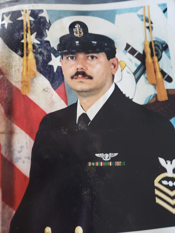 Héctor Méndez, de 60 años, ingresó al Navy cuando tenía 22 años. (Suministrada).