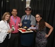 Desde la izquierda, Ileana Román, senior Merchant de Consumo en Walmart; José Trujillo, gerente de Cuentas de Colomer & Suárez; el chef Miguel Campis, uno de los seleccionados en el programa Open Call para vender su línea de productos gourmet a través de Walmart y Amigo; y Kelly Tirado, Compradora Senior de Walmart.