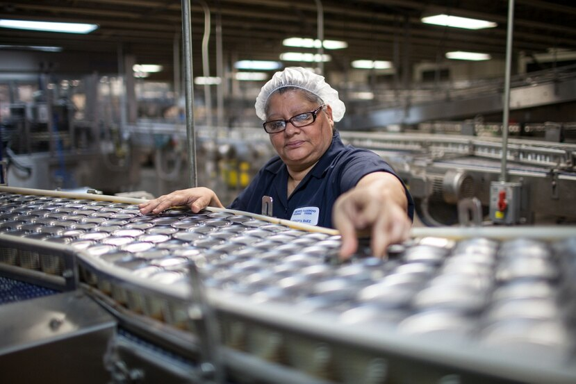 El incentivo aumenta la capacidad adquisitiva de los trabajadores, siempre y cuando se queden en la fuerza laboral. archivo