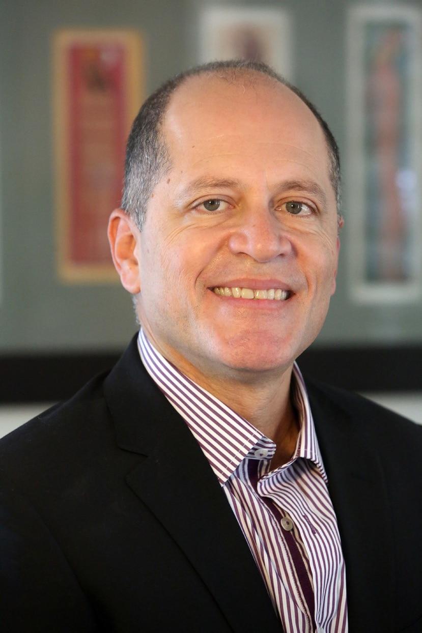 Doctor Jorge L. Colón Rivera, catedrático y coordinador del Programa Graduado de Química de la Universidad de Puerto Rico, Recinto de Río recibe reconocimiento en Reino Unido. (Suministrada)