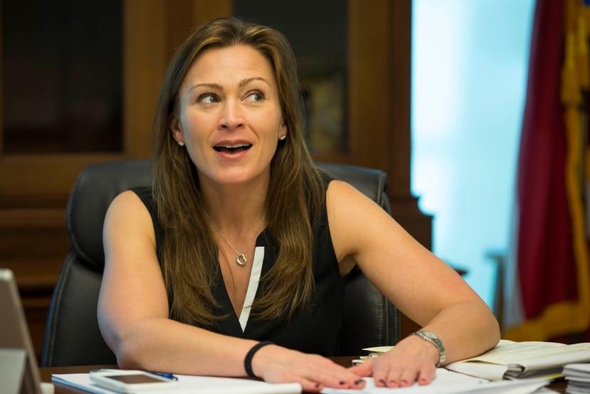 La secretaria de Educación, Julia Keleher, indicó que el dinero que recibe la agencia no es suficiente para dar opciones de enseñanza. (GFR Media)