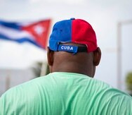 SAN JUAN, PUERTO RICO - JUL 18: Grupo de ciudadanos en Puerto Rico, se unen a la protesta mundial en contra del regimen cubano, frente al capitolio.