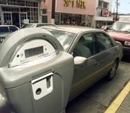 PARQUIMETRO JRP 04/01/99  Mayaguez.  En las calles del centro de la ciudad de Mayaguez; los parquimetros comenzaron a funcionar oficialmente el 1ro de abril.  Jorge A Ramirez Portela/STR El Nuevo Dia. 1998