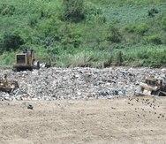 El vertedero El Coquí, en Humacao, está autorizado a recibir y depositar la mezcla de ceniza y agua, Agremax. Es, además, uno de los 10 vertederos que operan en cumplimiento con los estándares federales y estatales en la isla.