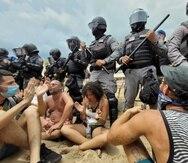 El lunes, 26 de julio, ciudadanos volvieron a protestar en el área donde se pretendía construir una piscina en un condominio en Rincón.
