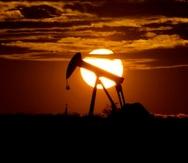 Campo petrolero de Midland, Texas, en foto del 9 de octubre del 2018. La pandemia de coronavirus paralizó la actividad económica mundial y generó un exceso de oferta del petróleo, que por primera vez en la historia se cotizó en negativo. (AP)