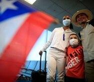 Antes de abordar el avión, Jasmine Camacho-Quinn compartió con fanáticos en el aeropuerto de Orlando.