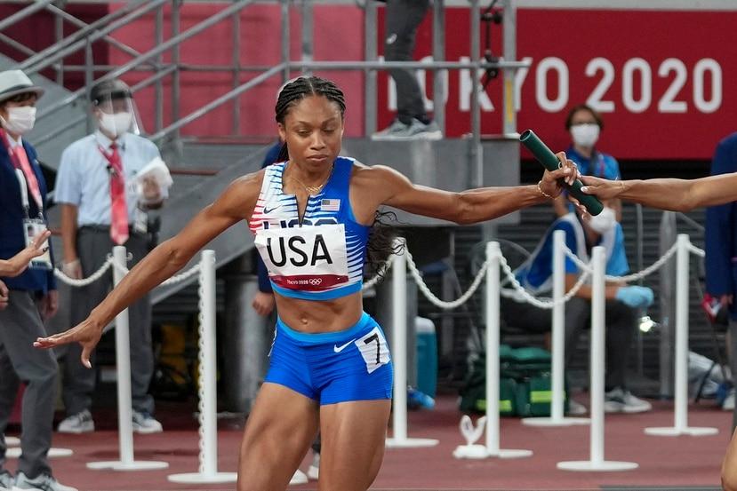 La estadounidense Allyson Felix durante la carrera del relevo femenino 4 x 400 en los Juegos de Tokio.