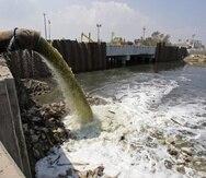 En muchos lugares del mundo las aguas usadas son lanzadas sin tratamiento a quebradas, ríos, lagos o el mar. (Archivo / GFR Media)