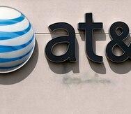 AT&T, con presencia en México desde 2015 tras la absorción de varias marcas nacionales, es una de las principales firmas de telecomunicaciones del país con alrededor de 20 millones de clientes de telefonía móvil.
