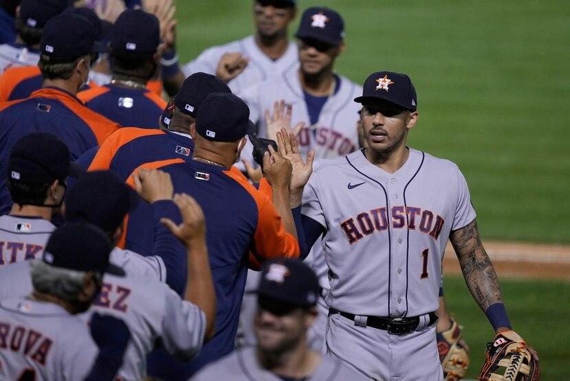 Los integrantes de los Astros de Houston celebran luego de uno de los triunfos sobre Oakland en su primera serie de la temporada.