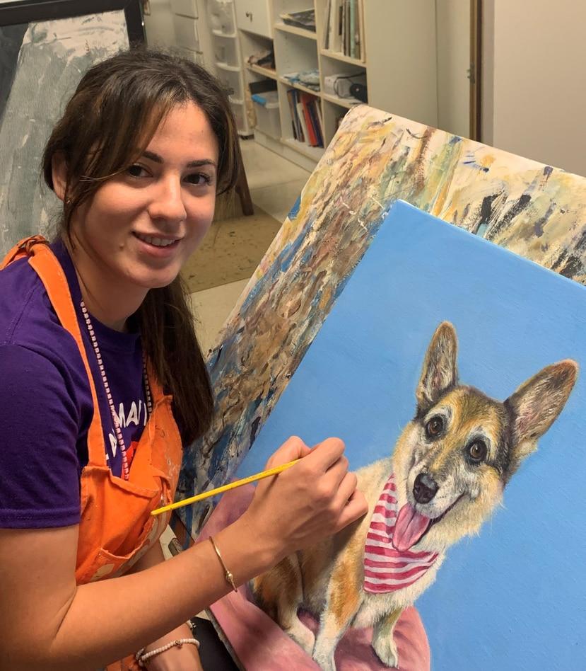 La puertorriqueña Michaela Soto se dedica a trabajar obras en óleo sobre lienzo de mascotas.