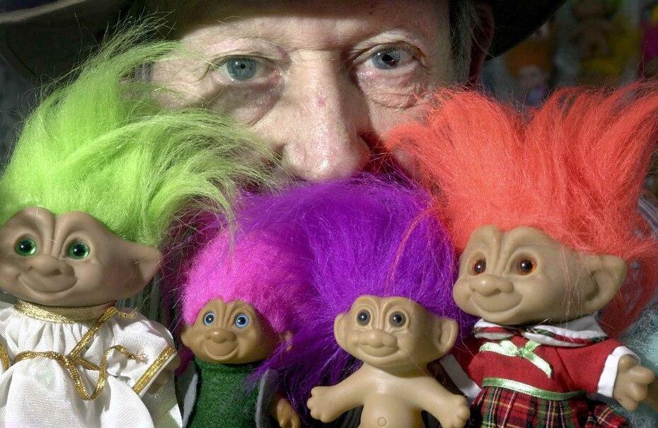 """Los muñecos """"troll"""" estuvieron de moda a lo largo de la segunda mitad del siglo XX e inspiraron la película """"Trolls"""", que estrenó en 2016. (Archivo AP/Lansing State Journal, Rod Sanford)"""