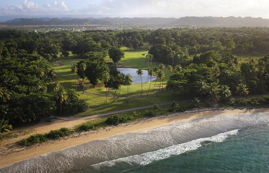 Una vista aérea de parte del área que comprenden los terrenos del complejo de  turístico y residencia  Dorado Beach, donde recientemente se confirmó la venta de una vivienda por la cifra récord de $30 millones.