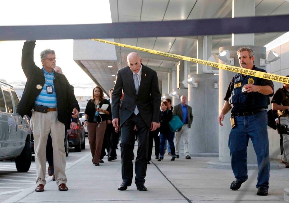 El director del aeropuerto, Mark Dale, indicó que continúan cooperando con las autoridades para comenzar operaciones normales.