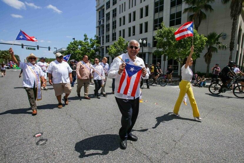 El abogado Anthony Suárez fue homenajeado en el desfile y este año fue el Gran Mariscal.