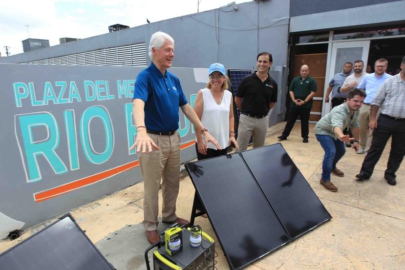 El expresidente de Estados Unidos, Bill Clinton, junto a la alcaldesa de San Juan, Carmen Yulín Cruz. La ejecutiva municipal participará del evento del líder estadounidense. (GFR Media)
