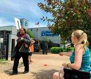 Esta foto de archivo del 17 de mayo del 2019 muestra a varias personas afuera de la clínica Planned Parenthood en St. Louis. (AP)