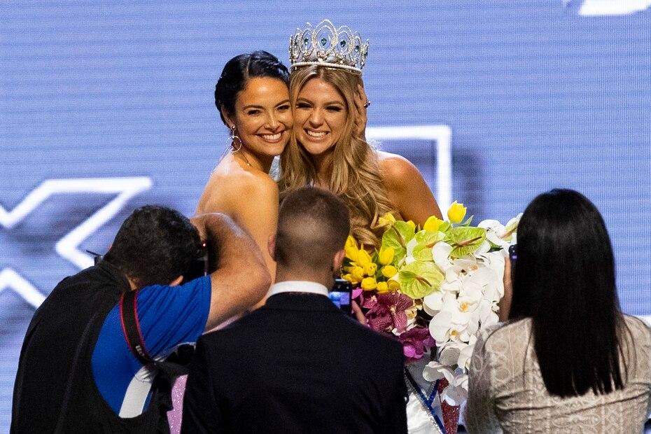 En uno de sus retos de los pasados años, Denise ha destacado como directora de la franquicia local de Miss Universe Puerto Rico, logrando que las candidatas que ha preparado se posicionen entre las mejores del certamen internacional. En la foto, con Madison Anderson, quien fue la primera finalista del 2019.