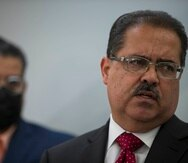 """José Luis Dalmau, presidente del Senado, y, al fondo, el presidente de la Cámara, Rafael """"Tatito"""" Hernández."""