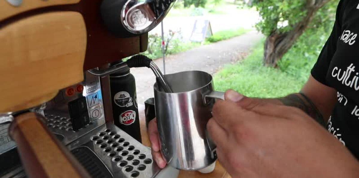 Barista lleva el sabor de su café a las calles de Cayey
