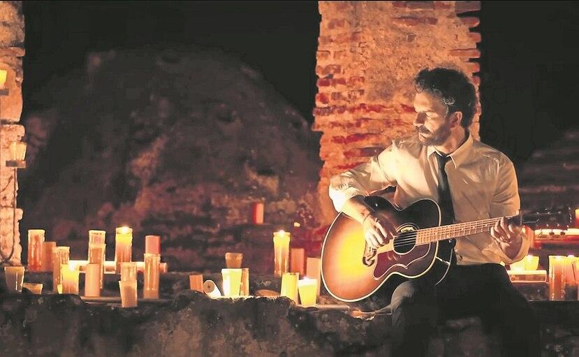 """El cantautor Ricardo Arjona presentó el espectáculo 'streaming' """"Hecho a la antigua""""."""